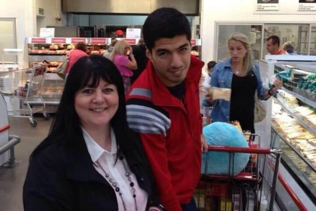 Luis Suarez Shops at Costco, Manages Not to Bite Fellow Customers