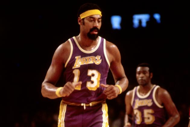 Wilt Chamberlain Swishes 4 3-Point Hook Shots in a Row to Win a Bet