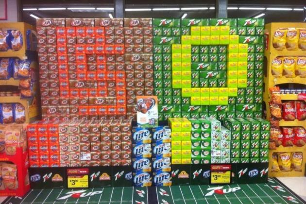 Grocery Store Shows Pride for State of Oregon Teams with Soda Displays