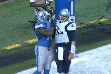 Lions DE Willie Young Taunts Tom Brady with Finger Wag During Preseason Game