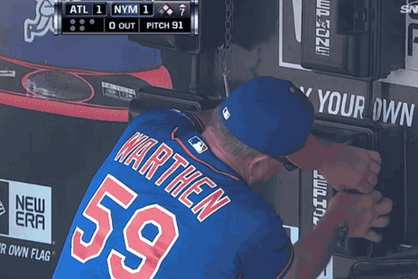 Mets Pitching Coach Desperately Struggles to Open Bullpen Phone