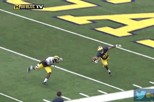 Michigan WR Makes Insane Juggling Grab During Scrimmage
