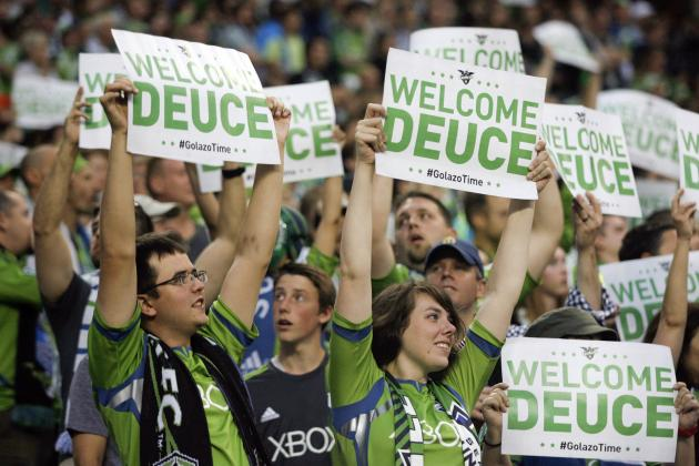 Dempsey's Arrival Has Sounders Crowd at Fever Pitch