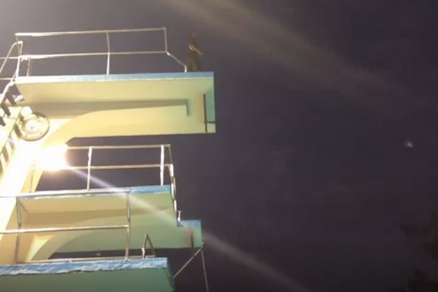 Kobe Bryant Jumps Off a Diving Board in His First Vine