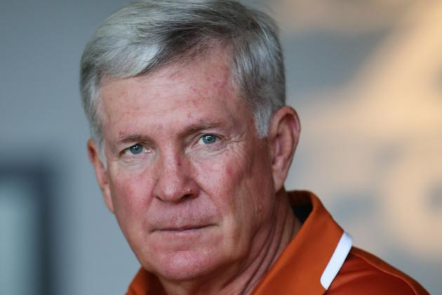 Mack Brown Trains Ball Boys to Help Texas Longhorns' New Up-Tempo Offense