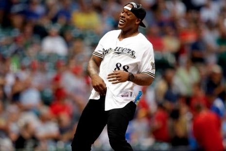 Packers' Jermichael Finley Is the Latest to Throw Embarrassing First Pitch