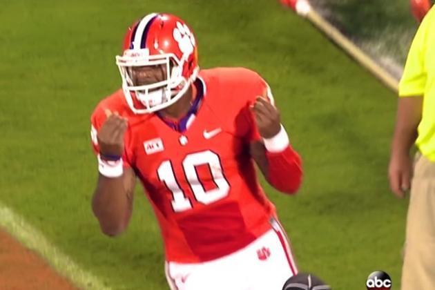 Clemson Quarterback Tajh Boyd Also Does the 'Show Me the Money' Sign