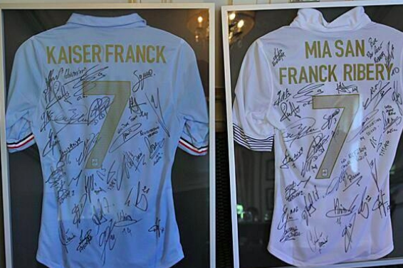 Franck Ribery's Present from the French National Team for Winning Award