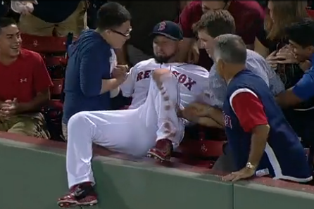 Shane Victorino Makes Diving Catch and Retrieves Fan's Cell Phone