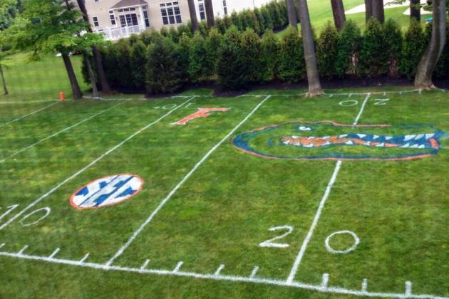 Florida Gators Fan Transforms Yard into Field, Might Be Greatest Man in World