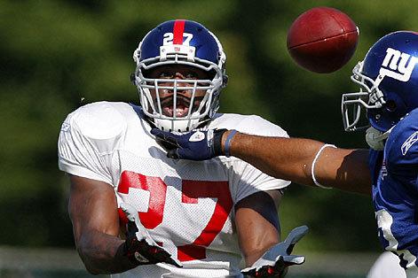 Brandon Jacobs Among Backs Giants Will Look at