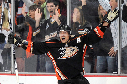 Hockey's Rockstar Teemu Selanne Is Ready for One Last Tour