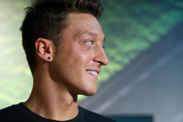 Mesut Ozil Set for Arsenal Start as Father Issues Real Madrid Legal Threat