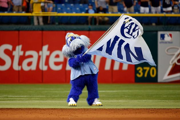 Boston Red Sox Fan Attempts Chokehold on Tampa Bay Rays Mascot