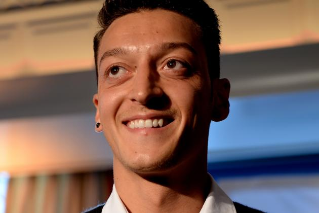 Mesut Ozil Ignores Real Madrid as Arsene Wenger Discusses New Arsenal Deal