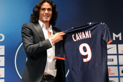 Cavani Fulfills Pre-Game Promise & Gives His Shirt to Disabled PSG Supporter