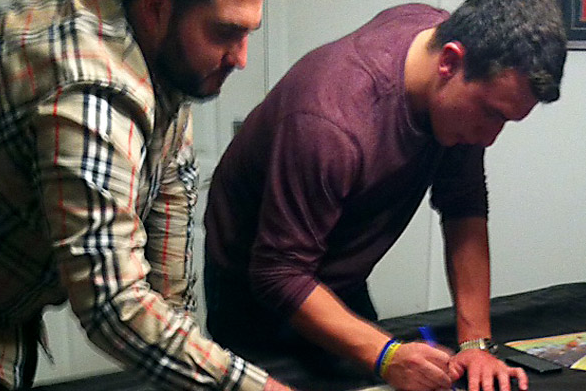 Johnny Manziel Allegedly Signs Autographs in Photo Obtained by ESPN