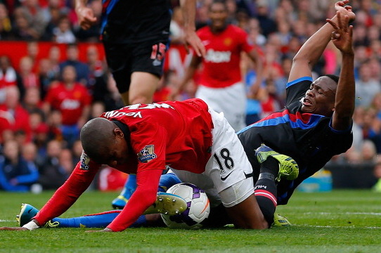GIF: Ashley Young Dives in Manchester United Game, David Moyes Will Talk to Him