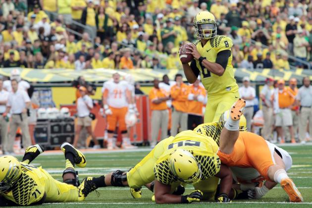 Marcus Mariota Erupts for 4 Total TDs in 1st Half vs. Tennessee