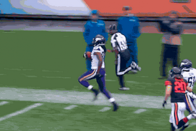Vikings WR Cordarrelle Patterson Returns Opening Kickoff for a TD