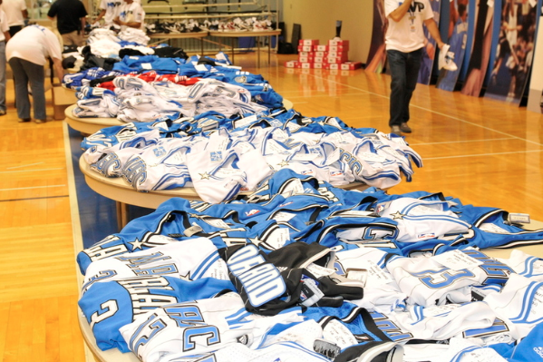 Magic Raise $17,000 for Orlando Magic Youth Foundation with Garage Sale