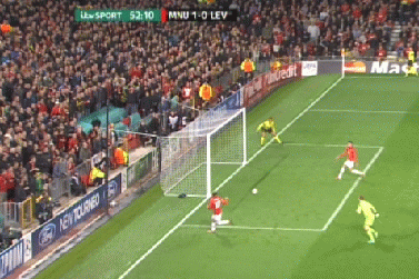 GIF: Wayne Rooney Misses Open Goal for Manchester United vs. Bayer Leverkusen