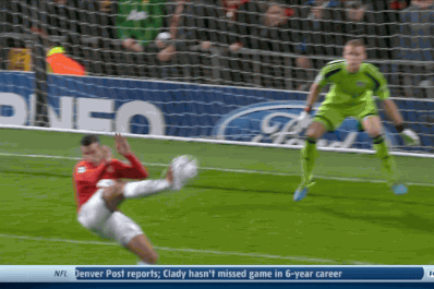 GIFs: Van Persie and Rooney Answer Leverkusen Goal for Manchester United