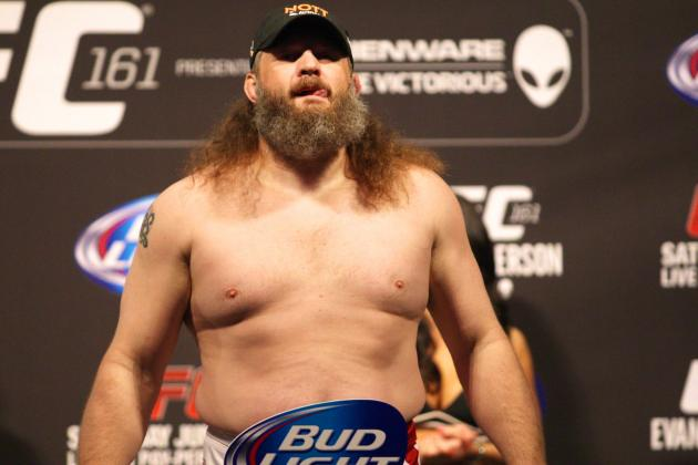 Trash Talk Heating Up Between Roy Nelson and Daniel Cormier Heading into UFC 166