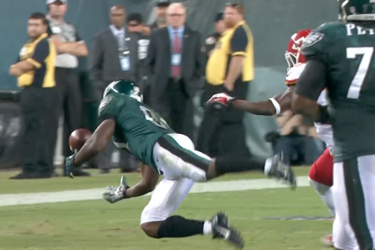 Eagles WR Jason Avant Tips the Ball to Himself to Make a Great Catch