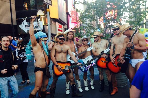 San Francisco Giants Rookies Dress Up as 'Naked Cowboy' in Times Square