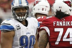 Fanaika Not Fined for Diving at Suh's Knee