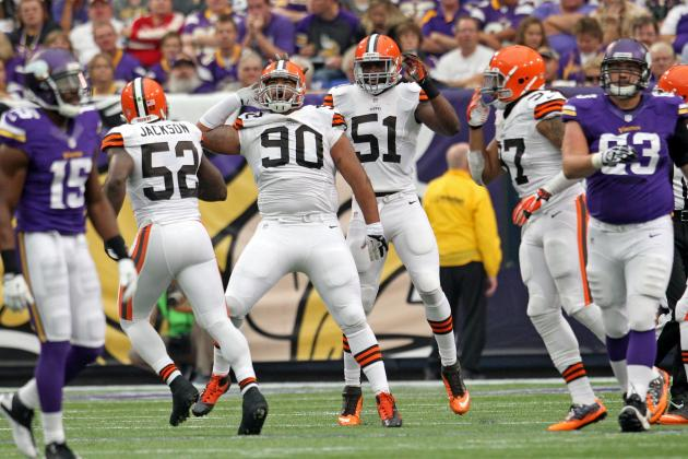 Winn, Cundiff Strain Quads, LB Sheard Sprains Knee vs. MIN