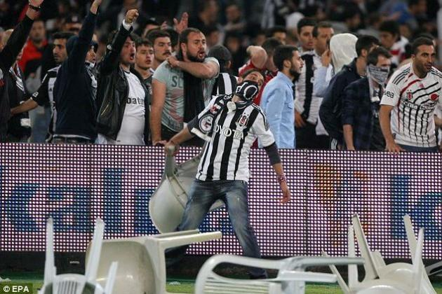 Galatasaray vs. Besiktas Match Ends with Riot Involving Hundreds of Fans