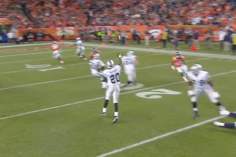 Monday Night Football: Darren McFadden Throws Touchdown Pass to Marcel Reece