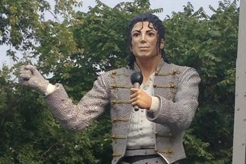 Fulham Take Down Michael Jackson Statue