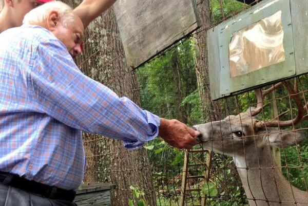 Tommy Lasorda Feeds Deer to Impress Young Baseball Prospect