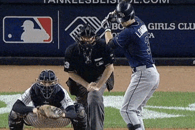 Evan Longoria Accidentally Blindfolded Himself with His Helmet