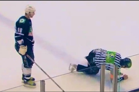 Hockey Player Goes Happy Gilmore on Ref