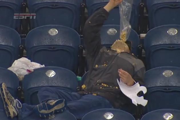 Washington State Football Fan Wants Every Last Bit of Popcorn
