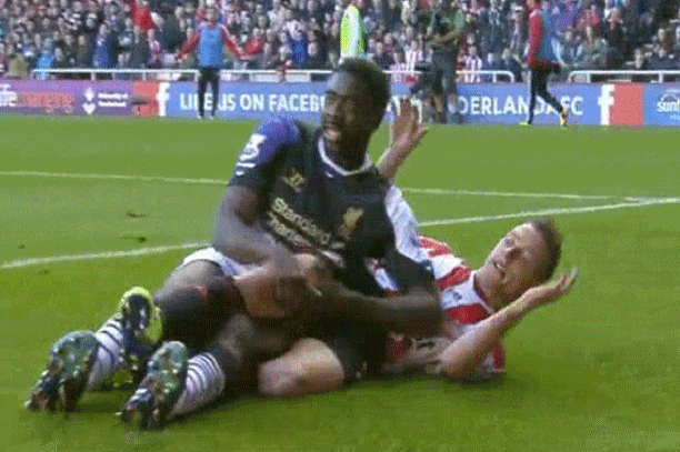 GIF: Kolo Toure and Emanuele Giaccherini Cuddle in Sunderland vs. Liverpool