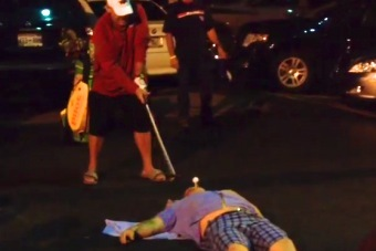 John Daly Hit a Golf Ball off Someone's Mouth Behind Some Pizza Joint