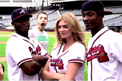 David Wright Photobombs B.J., Justin and Kate Upton During Their Photo Shoot