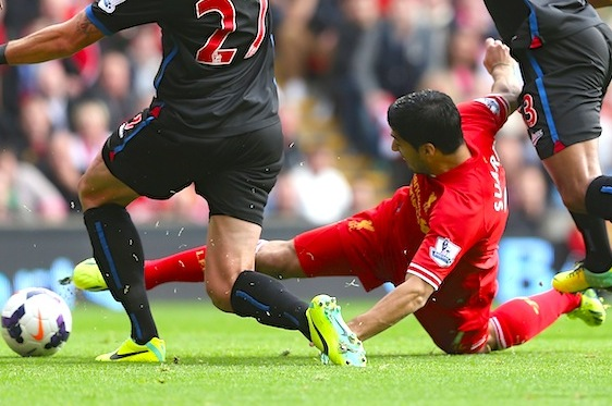 Luis Suarez Scores Opener for Liverpool While Lying on the Ground