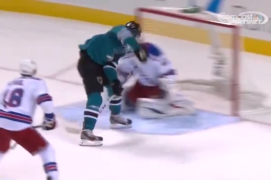 Hertl scores fourth of game with between-legs finish