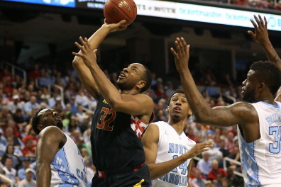 Despite Looming Lawsuit, Dez Wells Shrugs Away off-the-Court Pressures