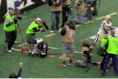 Baltimore Ravens Photographer Tears Achilles, Returns to Field in Boot