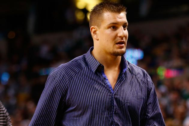 Gronkowski's Mother Say He's Dying to Play