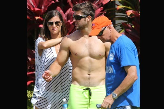Unemployed Tim Tebow Still Living the Good Life, Spotted on Beach in Hawaii