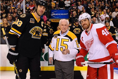 B's Legend Milt Schmidt Poses with Chara, Zetterberg