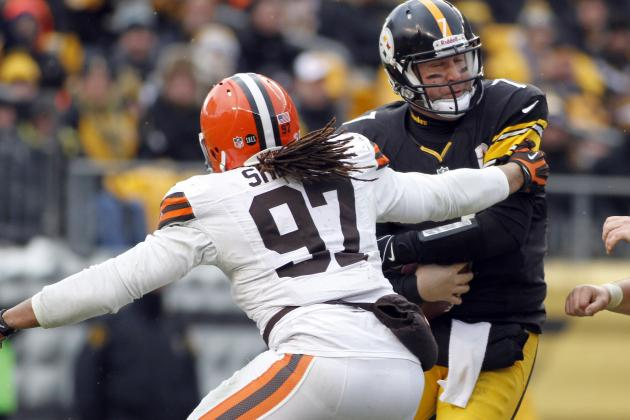 Browns Welcome the Return of Edge Rusher Jabaal Sheard for Sunday's Game